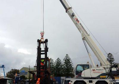 55t-crane-pulling-apart-a-fork-lift.